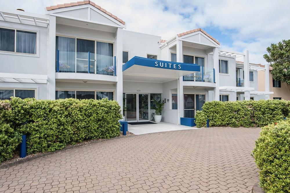 Marina Hotel & Apartments